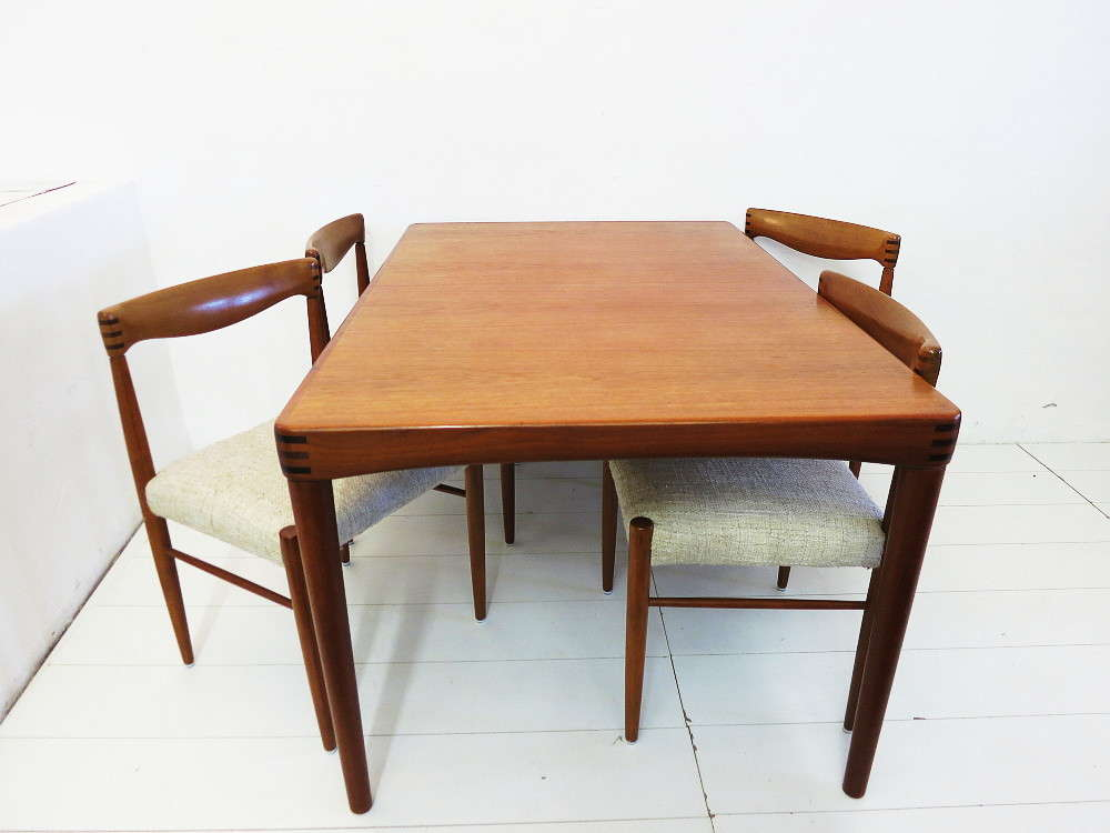 Dining Suite In Teak Table And Chairs Design HWKlein Für Bramin - Teak table and 4 chairs