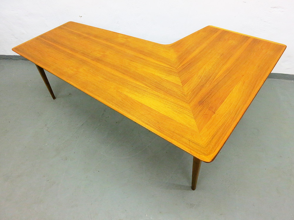 Mid Century L Shaped Coffee Table In Walnut Plutoraker