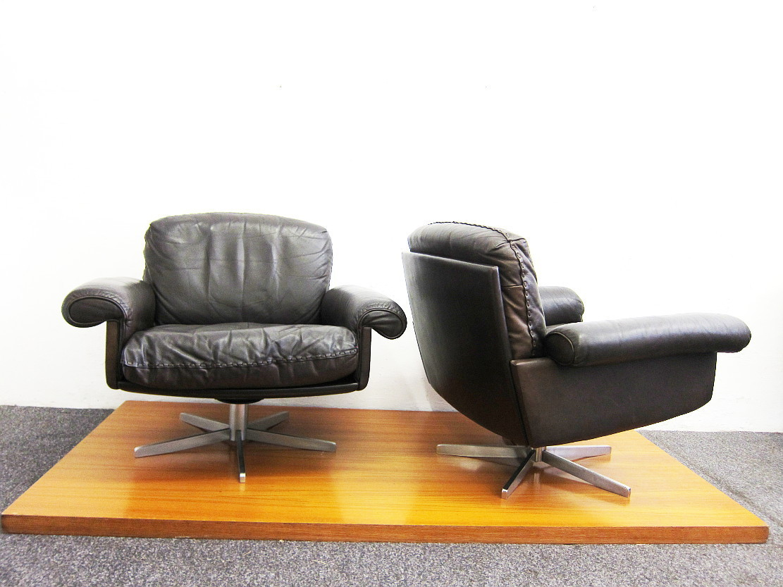 2 Leather Swivel Chairs De Sede DS 31